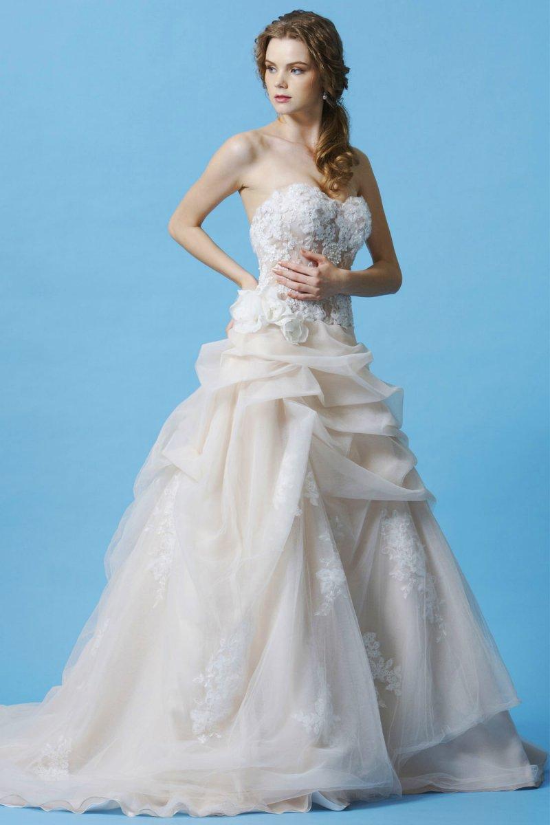 Designer wedding gowns in ligonier pa bridal shop near greensburg bl048 ombrellifo Images